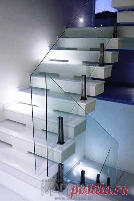 Изготовление лестниц, ограждений, перил Маршаг – Лестничные ограждения стеклянные на стойках