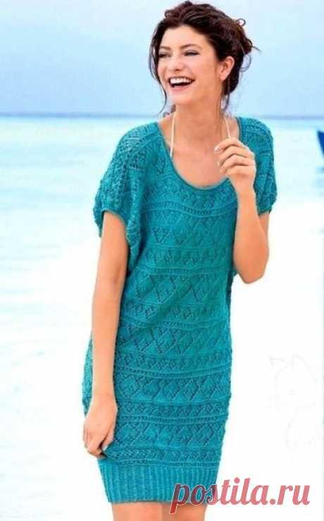 Летнее платье спицами.  Разнообразные ажурные полосы на платье делают вязаное платье нескучным. Свободна форма, лёгкий ажур и красивый цвет морской волны создают прекрасное летнее платье.  Размеры: 34/36 (40/42) 46/48 Вам потребуется: пряжа (40% вискозы, 30% хлопка, 20% льна, 10% полиамида: 125 м/50 г) - 500 (600) 700 г, спицы № 3.5 и 4; круговые спицы № 3.  Узор 1: узор планки (число петель кратно 4 + 2 кромочные), спицы № 3.5. Каждый ряд начать и закончить 1 кромочной Из...