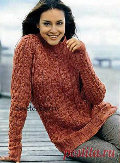 Вязаный пуловер с косами.