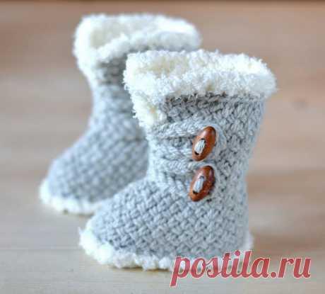 Ravelry: Wicker Stitch Booties pattern by Caroline Brooke