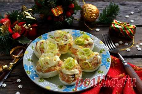 Яйца фаршированные селёдкой и плавленым сыром. Пошаговый рецепт с фото — Ботаничка.ru