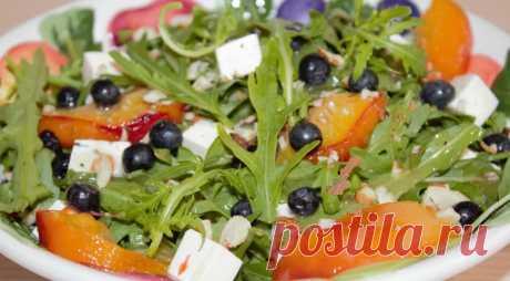 Салат из рукколы с черникой и персиком, пошаговый рецепт с фото
