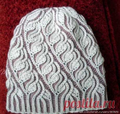 Чудесная двусторонняя шапочка, связанная в  технике бриош. Вяжется просто, быстро, а смотрится очень эффектно! Модная и красивая шапочка связанная в технике бриош . Сегодня будет мастер-класс этой симпатичной шапочки. Описание вязания шапки бриошь: Основная нить - белая (Лана Голд 800+Детский каприз), темная нить сиреневая - Мохер Деликат от Nako (цвет сиреневый туман) в два сложения...