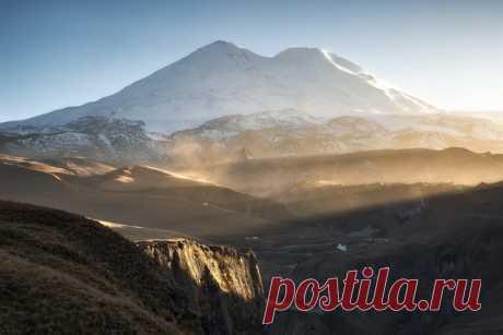 ¡Buenos días, el Elbrus! El autor de la foto – Mijaíl Turkeev: nat-geo.ru\/photo\/user\/46662\/