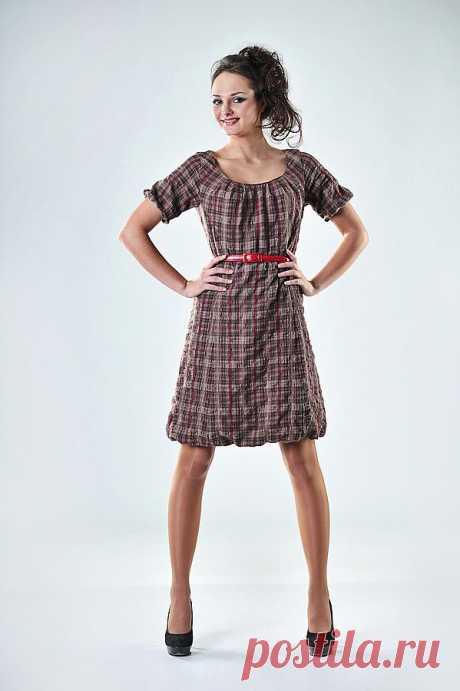 Платье-баллон из ткани в клетку  платье Артикул: 002-пл107 состав: шерсть 65% вискоза 30% эластан 5% подклад- полиэстр 100% р-р 44     изящное платье с красивым вырезом со складками у горловины, рукава короткие со сборкой, юбочка-баллон. на подкладе. выполнено из европейской шерстяной ткани в клетку