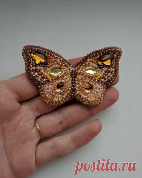 """Брошь """"Бабочка"""", вышитая бисером. Полетаем? из категории Мои работы – Вязаные идеи, идеи для вязания"""