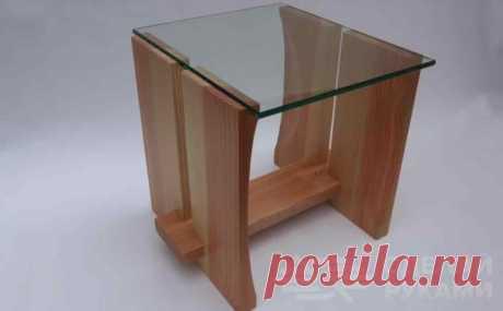 Маленький приставной столик из дерева и стекла В данном обзоре мастер делает своими руками небольшой приставной столик. Основные материалы для его изготовления — дерево и стекло. Выглядит такой столик