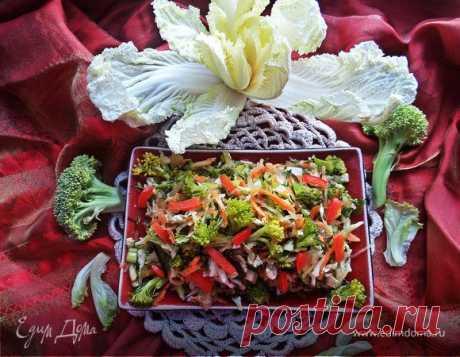 """Постный салат """"4 капусты"""". Ингредиенты: перец сладкий красный, оливковое масло Extra Virgin, соевый соус"""