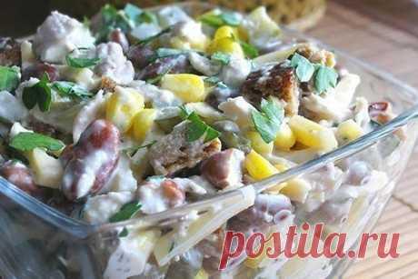 Рецепт салата с курицей овощами и сыром с фото как приготовить Вашему вниманию рецепт салата с курицей овощами и сыром. Сразу хотел бы сказать, что рецепт салата очень простой, продукты используются самые обычные и для всех доступные. А что касается вкуса нашего салата, то он получается просто потрясающий. Ещё хочу заметить, что данный салатик сытный и довольно пикантный. А теперь давайте рассмотрим, как приготовить салат с курицей овощами и сыром…