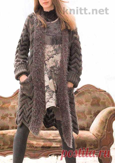 Пальто-жакет с объемным зигзагообразным узором Пальто-жакет с объемным зигзагообразным узором- это та одежда, которую может одеть современная женщина собираясь отдохнуть вдали от суеты.