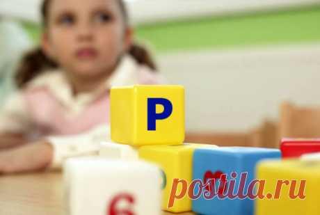 """Как научить ребенка выговаривать звук """"Р""""? Многие родители озабочены вопросом: можно ли научить ребенка выговаривать звук """"Р"""" дома? Какие упражнения можно проводить с малышом 5 лет в домашних условиях, чтобы поставить сложный звук, не посещая уроки логопеда?"""