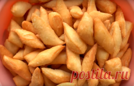 Баурсаки — традиционный казахский хлеб. Получается он вкусный, пышный и мега аппетитный. Получаются они очень аппетитные, снаружи хрустящие, а внутри довольно мягкие.Баурсаки готовятся из простых и доступных продуктов, а получаются очень вкусные. Необходимые продукты Для опары 1 чайная ложка дрожжей пол чайной ложки сахара 2 столовые ложки муки 100 миллилитров теплой воды Для теста 1 килограмм муки 1 чайная ложка соли 2 столовые ложки сахара 50 грамм сливочного масла 600 ...