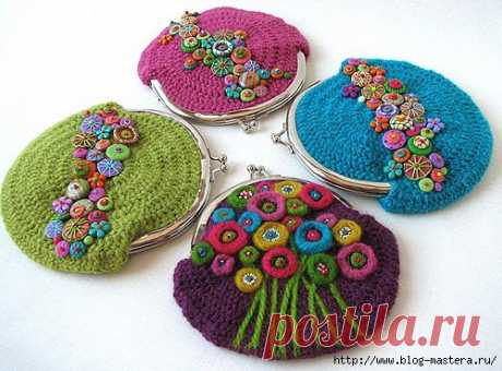 Beautiful knitted cosmetics bags the hands!