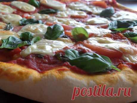 Как сделать пиццу с пивным тестом день пиццы   Люблю этот вид пиццы! Она такая … яркая, летняя. Конечно, не диетическое блюдо. Но если наши мамы пекли по выходным пироги, мои дети с меня требуют пиццу. Предлагаю её сегодня испечь. А тесто будет …