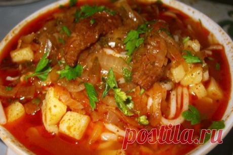 Лагман (узбекский густой суп) Это вкусный суп, который больше  похож на лапшу с густой подливой.  В идеале готовится с домашней лапшой (самодельной)  и большим количеством овощей и баранины. Пошаговый рецепт приготовления https://mysadzagotovka.ru/lagman-uzbekskij-gustoj-sup/