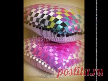 El tejido y el bordado por las cintas de (la almohada)