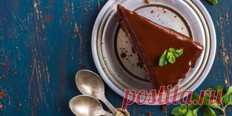 5 удивительно вкусных тортов, с которыми справится каждый Эти рецепты пригодятся как новичкам в кондитерском деле, так и тем, у кого просто нет времени на возню со сложными десертами. Выберите торт: кофейный, лимонный или шоколадный, с мороженым или зефиром, — приложите минимум усилий и наслаждайтесь великолепным результатом.