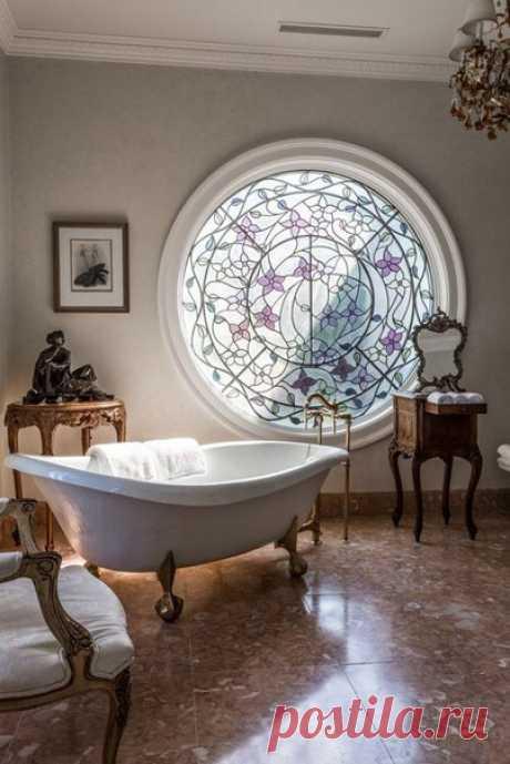 Витражное окно в ванной #Ванная@vk_interior #Дом@vk_interior