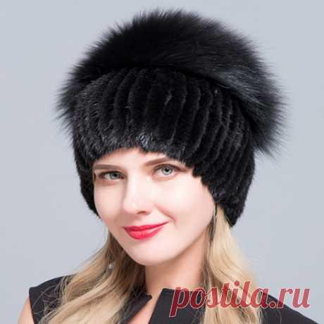 """Зимняя женская шапка, в которой будет тепло и красиво. Как хочется зимой выглядеть красиво и при этом не страдать от зимних холодов и стужи. Со времён """"Иронии судьбы"""" каждая девушка мечтает о меховой шапке, теперь это доступно всем, как на любой вкус, так и кошелек. Шапка лёгкая, приятного цвета, который подойдёт практически ко всему. Выделка качественная. Кстати, очень многие купив одну модель, потом возвращаются за другими  маникюр на короткие ногти рождественское меню"""