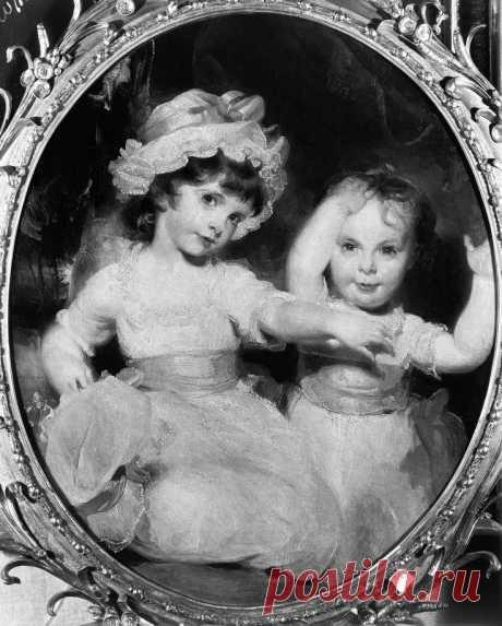 """Томас Лоуренс (1769-1830),  """"Благородный Эмили Мэри Лэм, виконтесса Пальмерстон и вельможу Гарриет Энн Ягненок как дети,""""  1792. Холст , масло, 29 1/2 х 25 в. (Овал).  Снято в марте 1931 года на выставке в Лондоне.  Коллекция Фрика / Фрик Арт справочная библиотека Фотоархив."""
