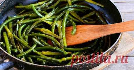 Чесночные стрелки - рецепты приготовления, с которыми можно создать массу блюд, поскольку сочные побеги необычайно вкусны жареные, вареные и маринованные.