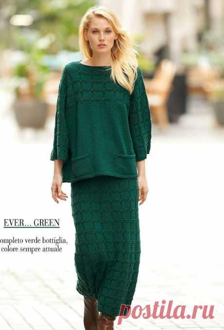 Зеленый костюм из пуловера с карманами и длинной юбки