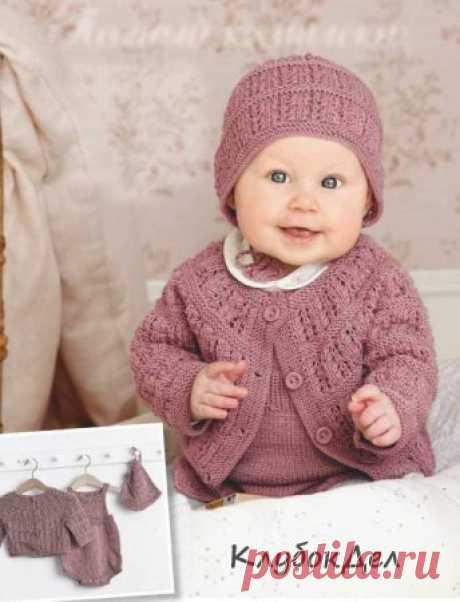 Вязание для детей - кардиган, комбинезон, шапочка от рождения до 4 лет Так хочется красиво выглядеть на прогулке и дома! Стоит надеть симпатичный детский комплект: с ажуром - для теплых дней, с жаккардовыми узорами - для самых холодов.Кардиган, комбинезон и шапочка - вязание спицами для детей, описание и схемы.КАРДИГАНРАЗМЕРЫ: 3 месяца (6-9-12 месяцев - 2 года) 4