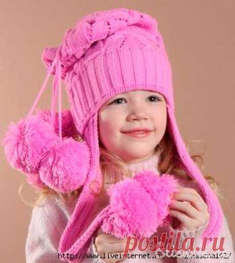 Шапочка для девочки «веселые помпоны» вязаная спицами