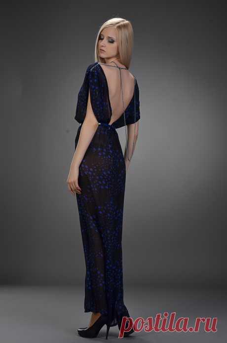 шикарное вечерне платье приталенного силуэта с приспущенным плечом и глубоким вырезом на спине, длинные цепочки  можно крепить согласно вашей фантазии