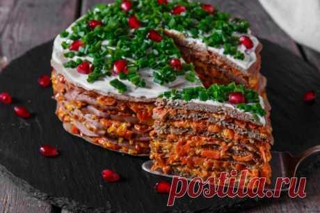 Печеночный торт: пять лучших рецептов к праздничному столу Специалисты по питанию рекомендуют включать в рацион блюда из субпродуктов хотя бы 1-2 раза в неделю. Они богаты витаминами, ферментами, минералами и аминокислотами. Если вы все еще не умеете вкусно готовить печень, самое время пробовать — ваши мужчины сегодня обязательно оценят ваши старания! Предлагаем подборку прекрасных рецептов печеночного торта. Это просто, красиво, полезно и очень вкусно.