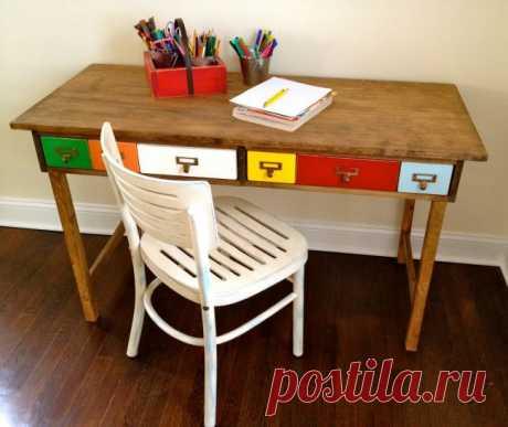 Деревянный стол с цветными ящиками — Сделай сам