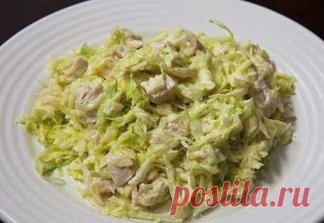 Салат для сушки тела  Вкусно, сытно и очень диетично!  Калорийность на 100 гр. — 77,7 ккал Ингредиенты:  филе куриных грудок, без кожи -500 гр. белокочанной капусты -500 гр. 2 отварных яйца йогурт натуральный - 200 гр соль по вкусу  Приготовление: 1. Положите курицу в подсоленную кипящую воду и варите в течение 15-20 минут до готовности. Выньте курицу из воды и отложите ее в сторону, чтобы остыла. 2. достаточно мелко нашинкуйте капусту (без кочерыжки), положите ее в глу...