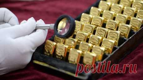 Слитки для народа: россиянам предложат золото вместо долларов Наталья Дембинская. Россия активно избавляется от доллара, скупая золото в международные резервы. Более того, президент подписал закон, отменяющий