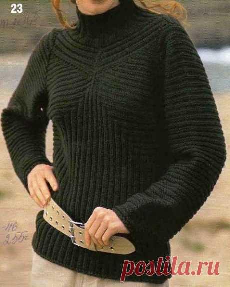 Коричневый свитер в резинку