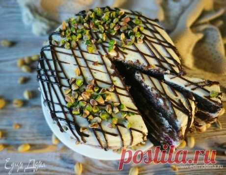 Шоколадный торт с малиной и фисташками. Ингредиенты: мука, сахар, сливки