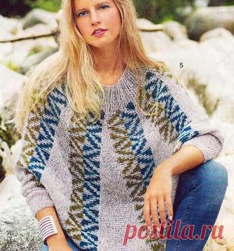Пуловер-пончо Вязаный спицами пуловер-пончо с жаккардовым узором. Схема, описание в формате .pdf