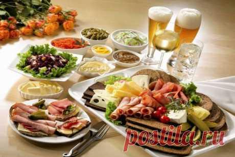 Простые рецепты приготовления вкусных блюд для мужчин на 23 февраля дома и на работе. Выбор закусок и горячих блюд, советы.