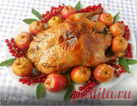 Хрустящая утка с печеными яблочками. Ингредиенты: утка, тимьян свежий, лук-порей
