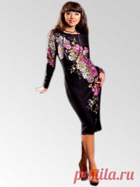 """Платье """"Букет"""". Платье-футляр из теплого трикотажа с элегантным принтом-розой по полочке. Придаст женственности в Ваш образ и согреет в холодные осенние дни. Размеры с 46 по 54. Цена 2250 рублей."""