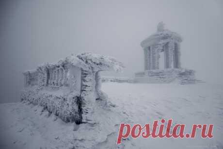 Беседка на Гурзуфской яйле, Крым. Автор фото: Юрий Коваленко.