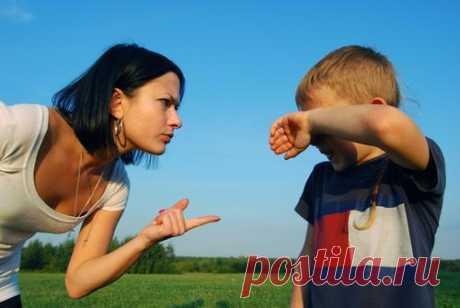 Когда ребенок выводит из себя Итак, мы, мудрые родители, умеем правильно и дозировано любить своего ребенка. Мы хвалим, обнимаем и говорим, как сильно мы его или ее любим. Однако, дети — это дети. Они могут капризничать, упрямится, протестовать и иным способом проявлять расхождение мнений, непослушание, так сказать. Как же нам, родителям, держать себя в руках, и не проявить ненароком, ледяные осколки нетерпения и нелюбви? Ведь мы не ангелы… Не панацея, но попробуйте в такие минуты следующие…