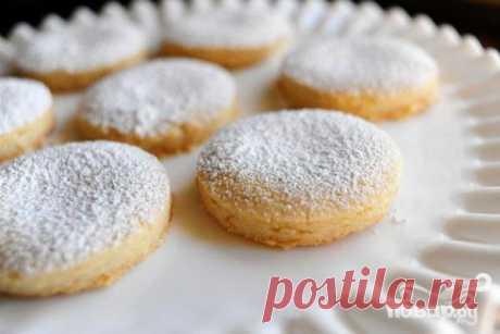 Этот вариант печенья с миндалем, ванилью и сахарной пудрой в Мексике считается свадебным