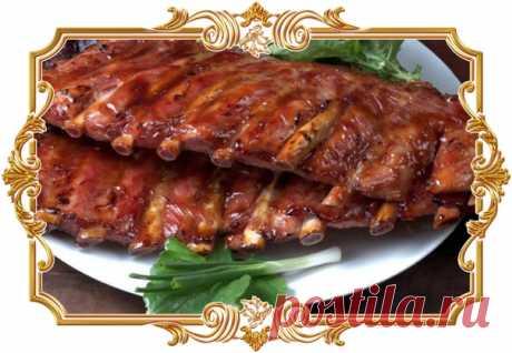 Свиные ребрышки с чесноком и перцем в духовке  Оригинальное блюдо «и в пир, и в мир». Идеальный вариант – охлажденный или размороженный при комнатной температуре продукт.  Сложность: средняя. Показать полностью…
