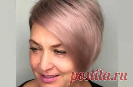 10 стильных стрижек с косой челкой для женщин старше 60 лет 2021 Модная стрижка и правильно подобранная краска для волос творят чудеса преображения. Рассмотрим подробнее, какие стрижки с косой челкой рекомендуют стилисты дамам возраста 60+.