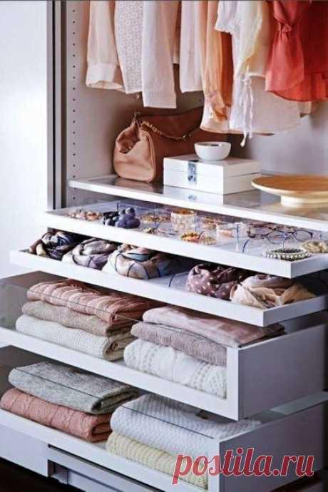 Подборка простых, но эффективных секретов для идеального порядка в шкафу Как правильно организовать хранение вещей в шкафу?   Чтобы все вещи были в полном порядке, и пространство при этом не было перегружено, стоит знать несколько простых, но эффективных секретов для идеал…
