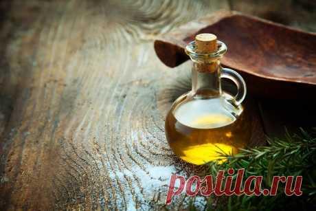 """МЕТОДИКА ОЧИЩЕНИЯ ОРГАНИЗМА РАСТИТЕЛЬНЫМ МАСЛОМ  Очищение организма растительным маслом проводят следующим образом: берём растительное масло (идеально подходит подсолнечное) – одну столовую ложку и сосредотачиваем его в передней части рта. Затем его необходимо """"прожёвывать"""" и сосать как конфету или соску. Очень важно не глотать масло, особенно в первые дни лечения. Процедуру необходимо выполнять без напряжения, свободно и легко. Продолжительность одного такого сеанса: 25-3..."""