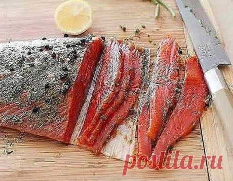 Быстрый засол красной рыбы - У нас так Быстрый засол красной рыбы. Такую вкусную красную рыбу можно приготовить в домашних условиях очень просто и быстро с минимум ингредиентов. Аромат и нежнейший вкус Вам обеспечен. Ингредиенты: Лосось...