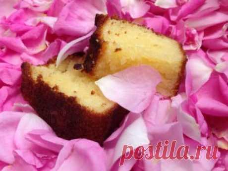 Розовый бисквит