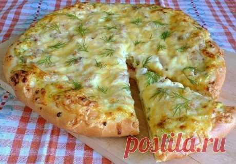 Деревенская пицца    Ингредиенты:  Тесто:  • молоко - 250мл  • сахар - 2ст.л.  • сухие дрожжи - 1пакетик (11гр)  • сливочное масло - 125гр (растопить)  • мука - 350-400гр  • соль - 1/2ч.л.    Начинка:  • творог - 250гр  • зелень - 100гр (у меня зеленый лук и укроп)  • вареное куриное филе - 1шт (200-250гр)  • сыр - 100гр  • соль, черный молотый перец  • манка - 1ст.л.    Приготовление:  1. Приготовить тесто.Для этого в чашке смешать 0,5ст теплой воды (или молока) + 1ст.л. ...