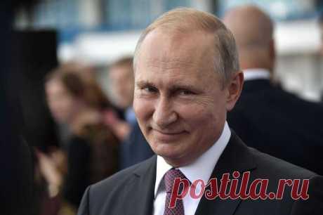Путин высказался о высоких зарплатах руководства госкомпаний Президент России Владимир Путин признался, что его коробят чрезмерно большие зарплаты глав ряда государственных компаний. Об этом он сказал в интервью ТАСС в рамках проекта «20 вопросов Владимиру Пути...